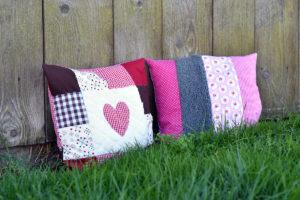 Zwei Kissen ein Quiltblock und ein Täschchen