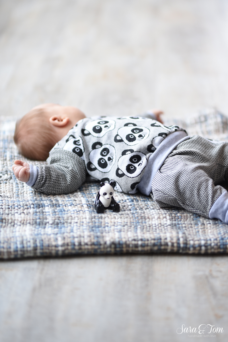 Das zweite Panda-Oufit für den Babyjungen