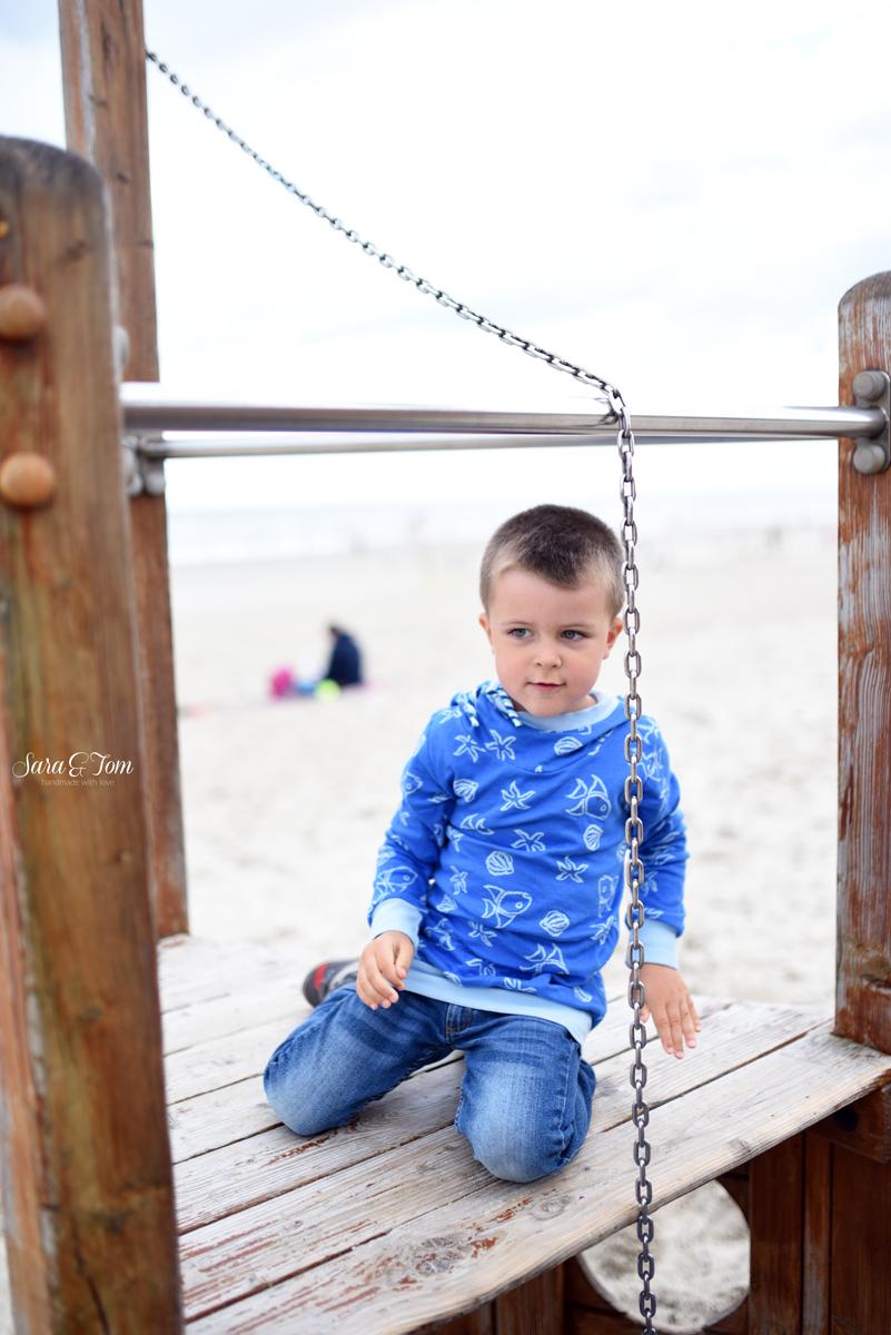 Ein Kinderhoodie für den Strand aus Albstoffe